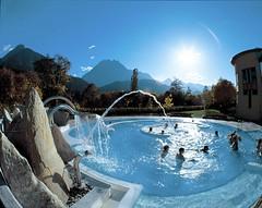 Lázeňské městečko Scuolu blízko Národního parku Švýcarska