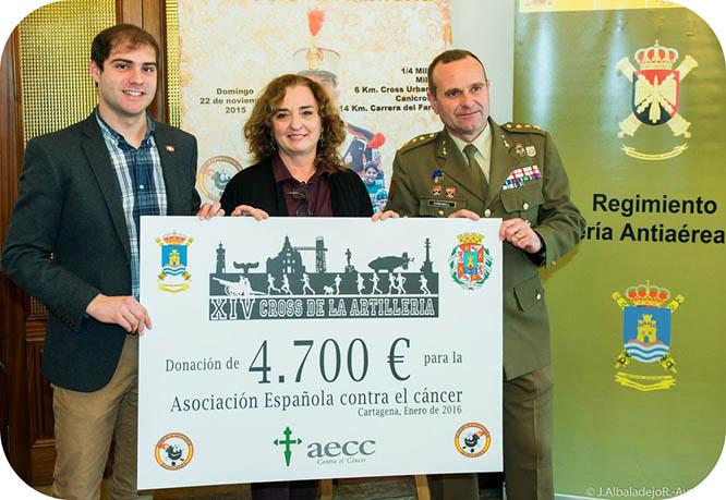 El Cross de Artillería dona 4.700 euros a la AECC Cartagena