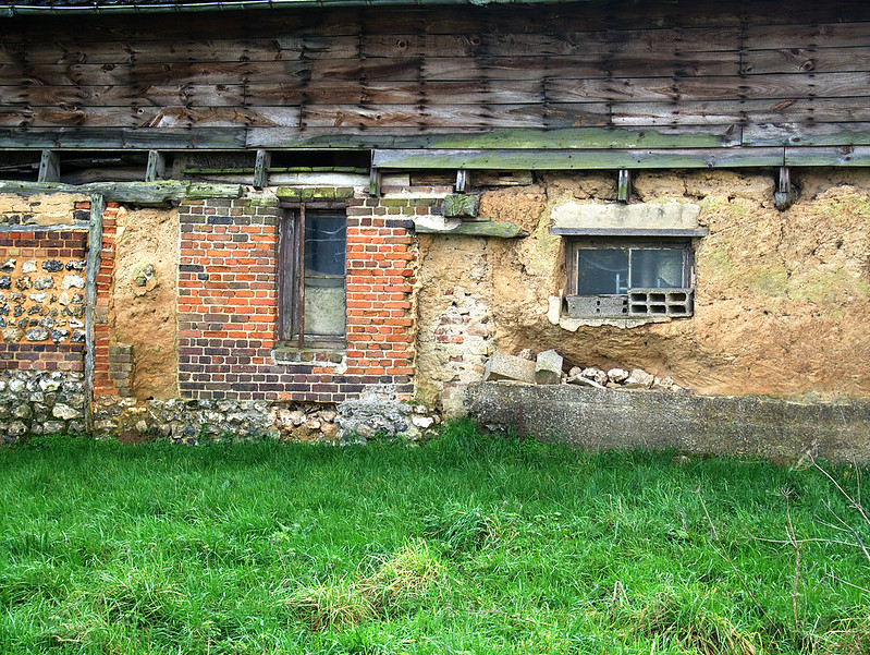 un vieux bâtiment 24936348019_a576c4bd5d_c
