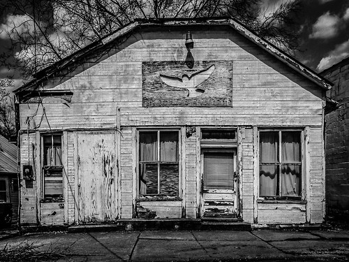 dove outreach faded sign peeling paint small town rural decay building house abandoned empty deserted broken door window black white bw monochrome old neglect vacant waverly ohio explore popular interestingness interesting