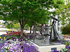 Joyfull Moments, Sculpture and flowers in Temple Square