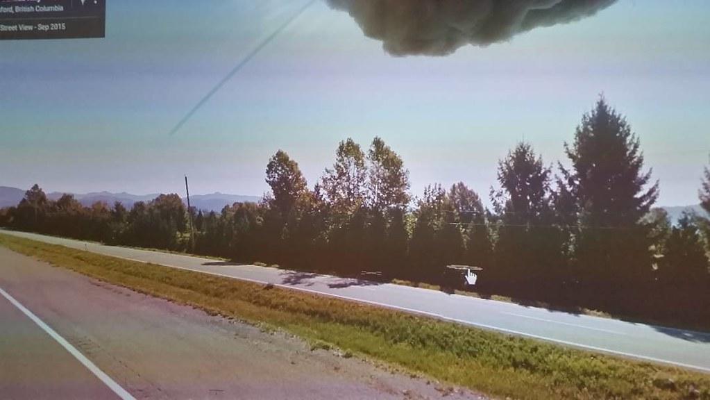 Green flash, Google streetview seam? #ridingthroughwalls #glitch