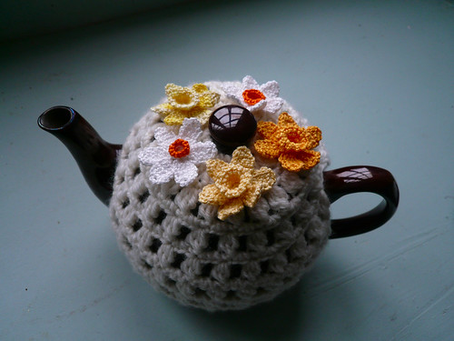 Big pot daffodil cosy