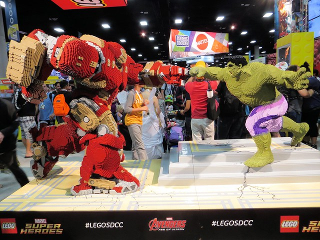 Iron Man vs Hulk in Lego