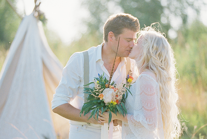 Bohemian wedding inspiration shoot in the countryside with a dose of vibrancy | photo by Igor Kovchegin | Fab Mood - UK wedding blog #bohemian