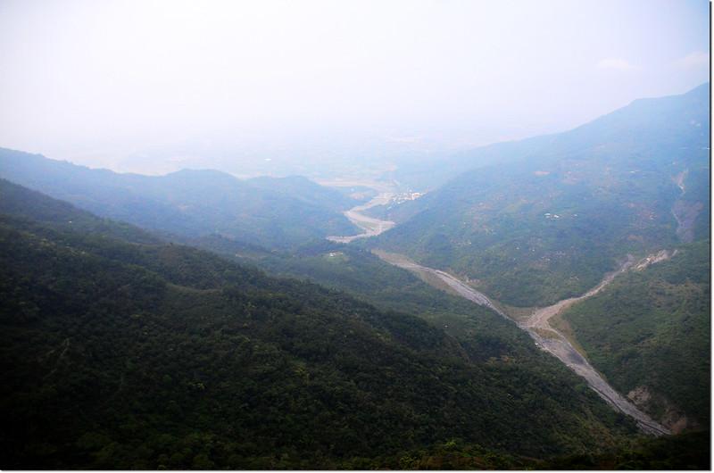 稜線崖邊展望點俯瞰口社溪 2