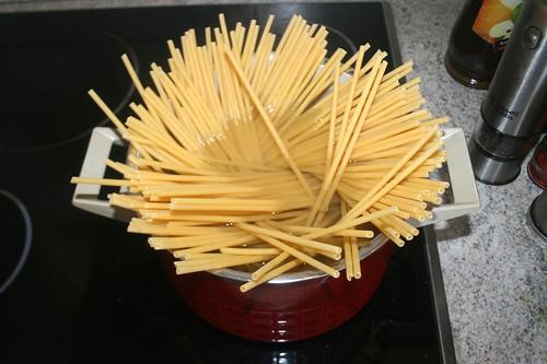 17 - Makkaroni kochen / Cook macaroni