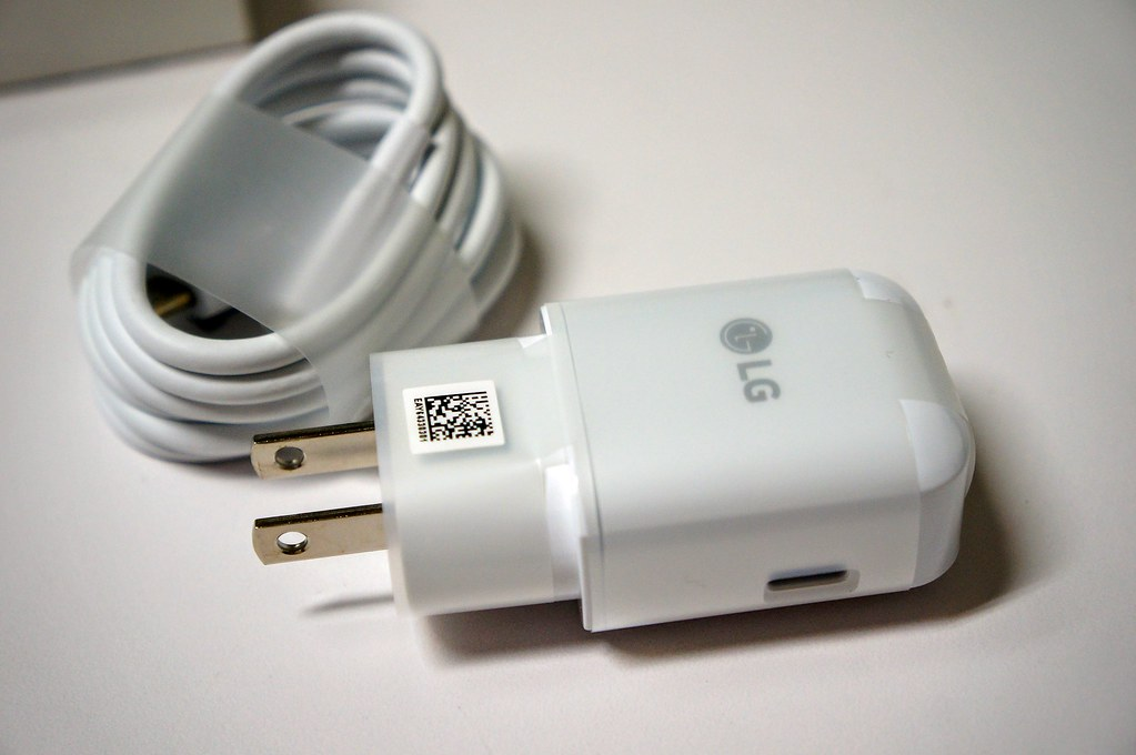 快速充電的充電器,線材則是typc-C的喔