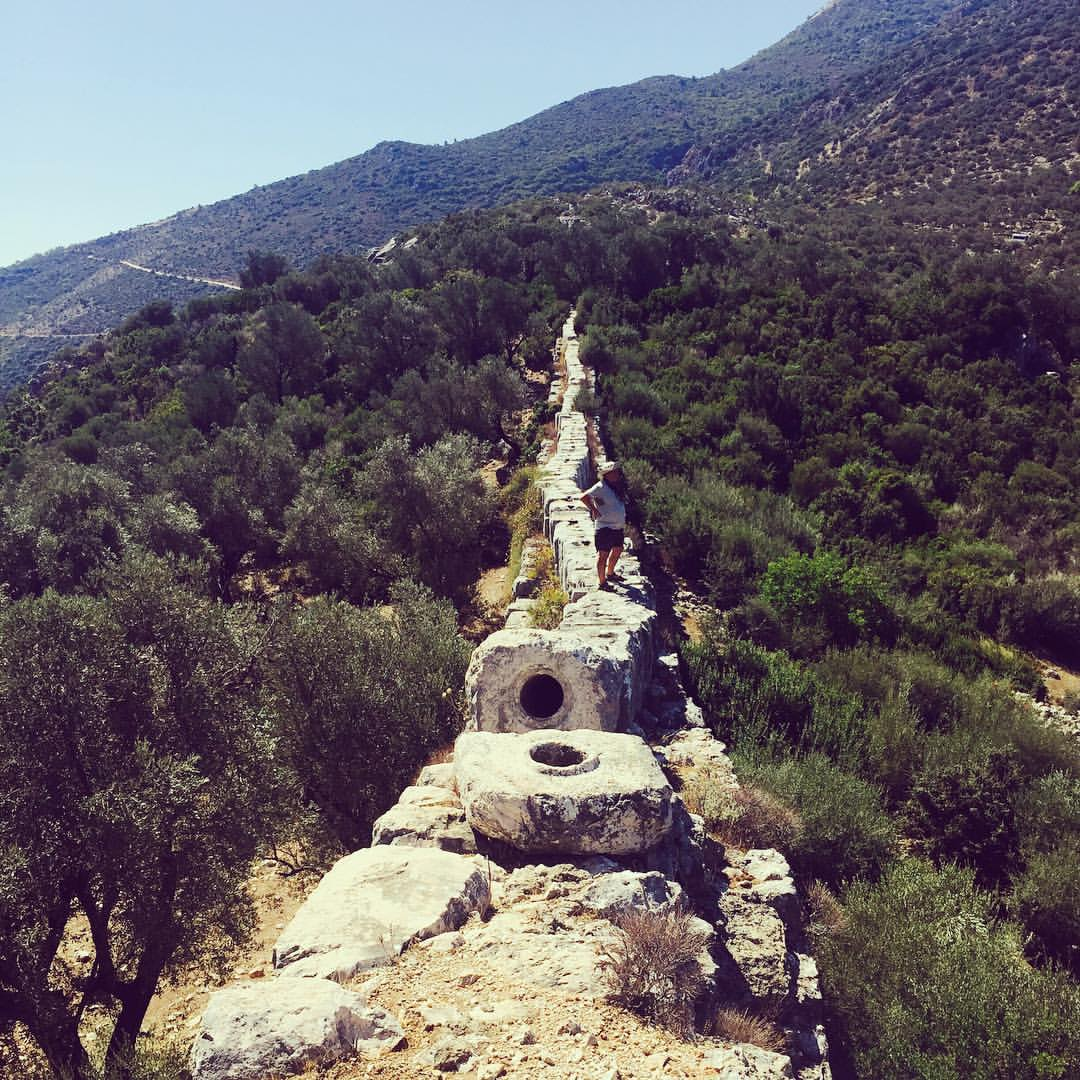 I didn't know I had acrophobia, but walking on this ancient Lycian aqueduct on a windy weather was a bit scary ☺️. But I did it, and the views were great! #turkki #sailforgood #hiking #hikingtrail #lycian #aqueduct #history #turkey #landscape #trav