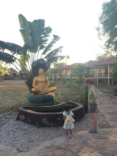 Sihanoukville: Miss V et sa nouvelle amie