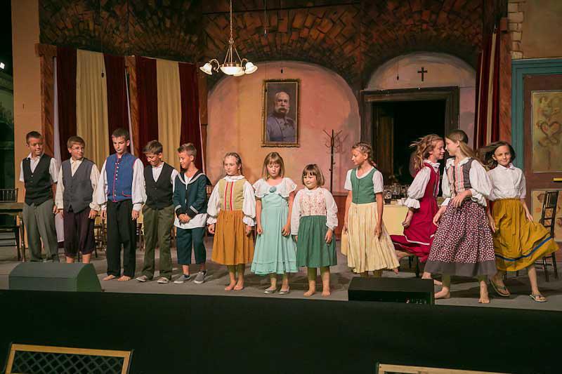 2012 Domača gledališka predstava Dogodivščine dobrega vojaka Švejka - foto Uroš Zagožen