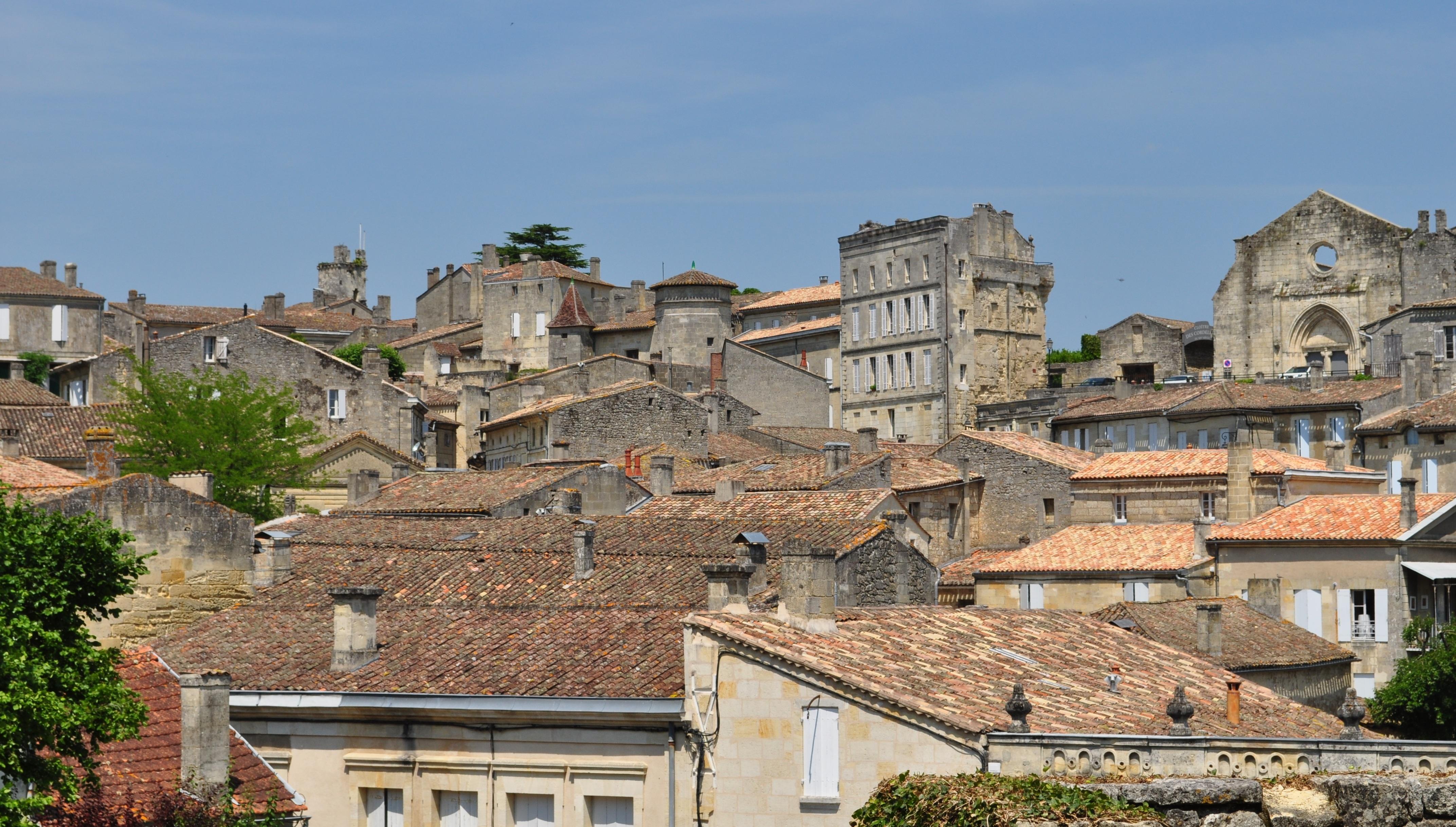 Arveyres City