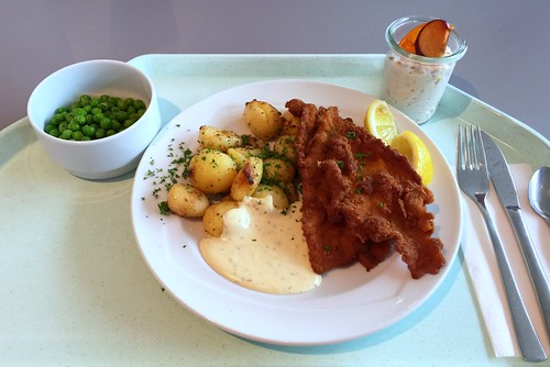 Baked plaice with remoulade & roast potatoes / Gebackene Scholle mit Remoulade & Röstkartoffeln