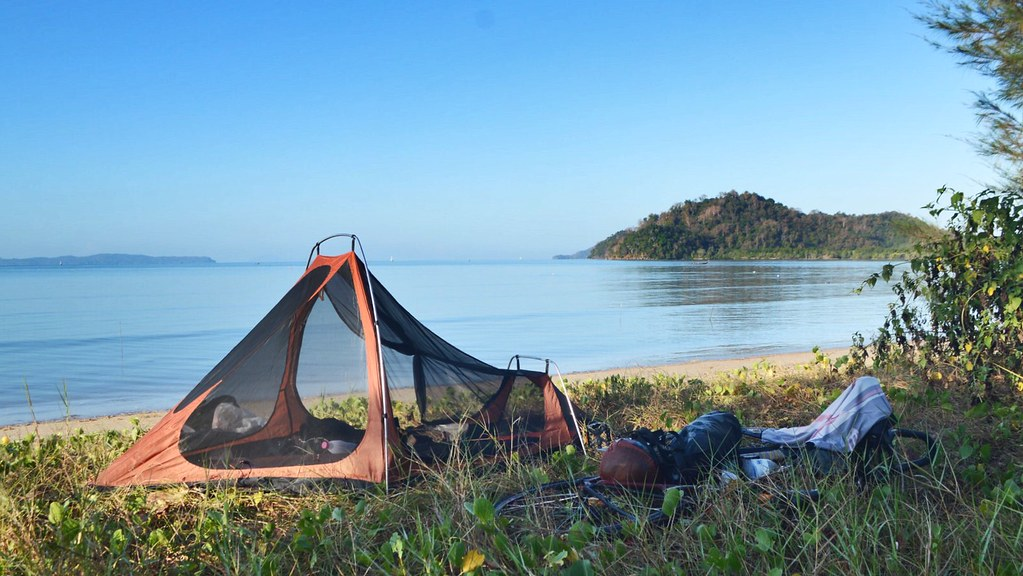 Camping on the coast in La Ngu