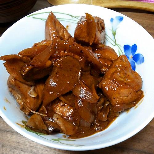 鶏肉の赤ワイン煮込み