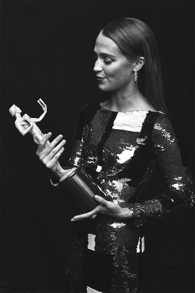 Алисия Викандер — Фотосессия на «SAG Awards» 2016 – 1