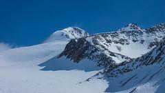 W oddali szczyt Similuan 3599m i nasza trasa zjazdu. Widok ze schroniska Similaun Hütte 3019m.