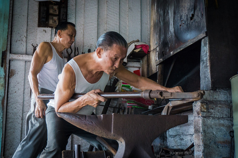 Blacksmith Sri Gading - own made cutter