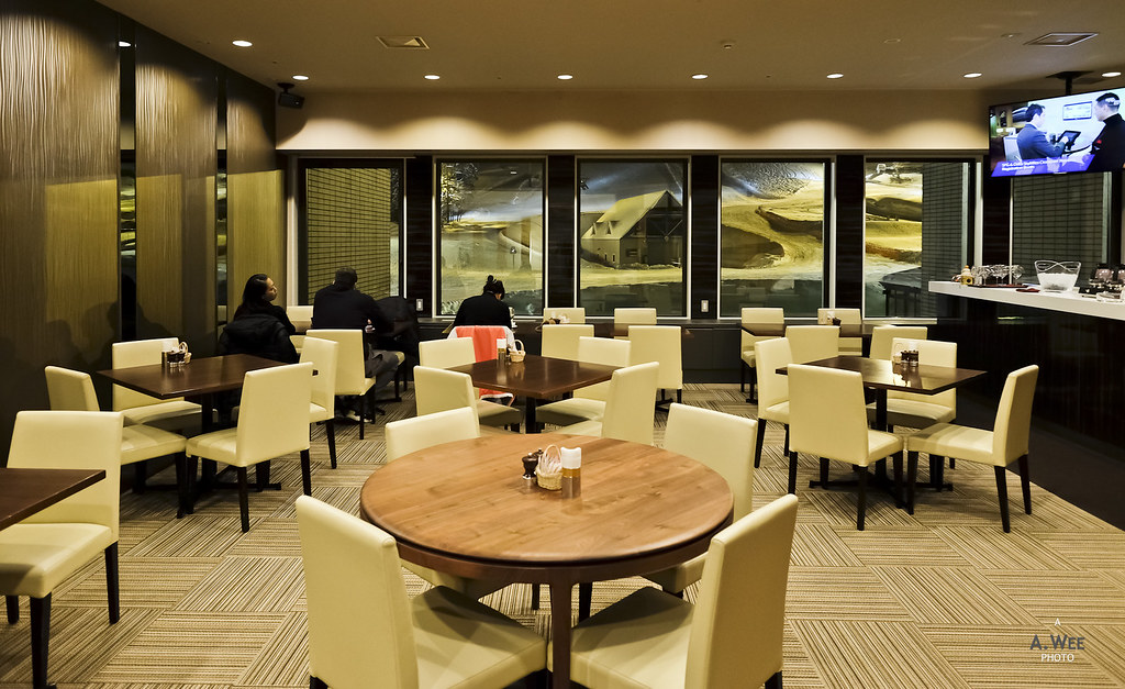 Dining at the Club Lounge