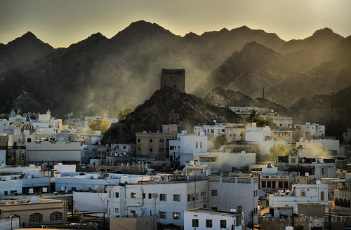 houses light mountains misty nikon gulf dusk cityscapes arabian dust sunrays oman muscat forts whitewashed muttrah d3200