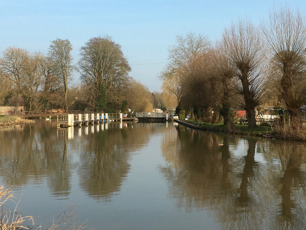 Shiplake Lock Reading to Henley walk