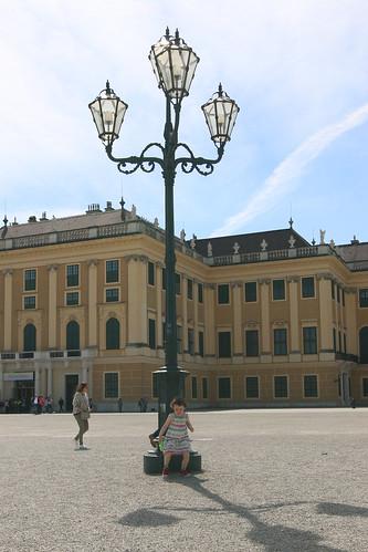 Schoenbrunn: lamppost