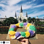 It's the start of the carnival season! Our favorite time of the year here at Tulane #onlyattulane #nola #tulane #neworleans #kingcake #uber #mardigras #rollwave