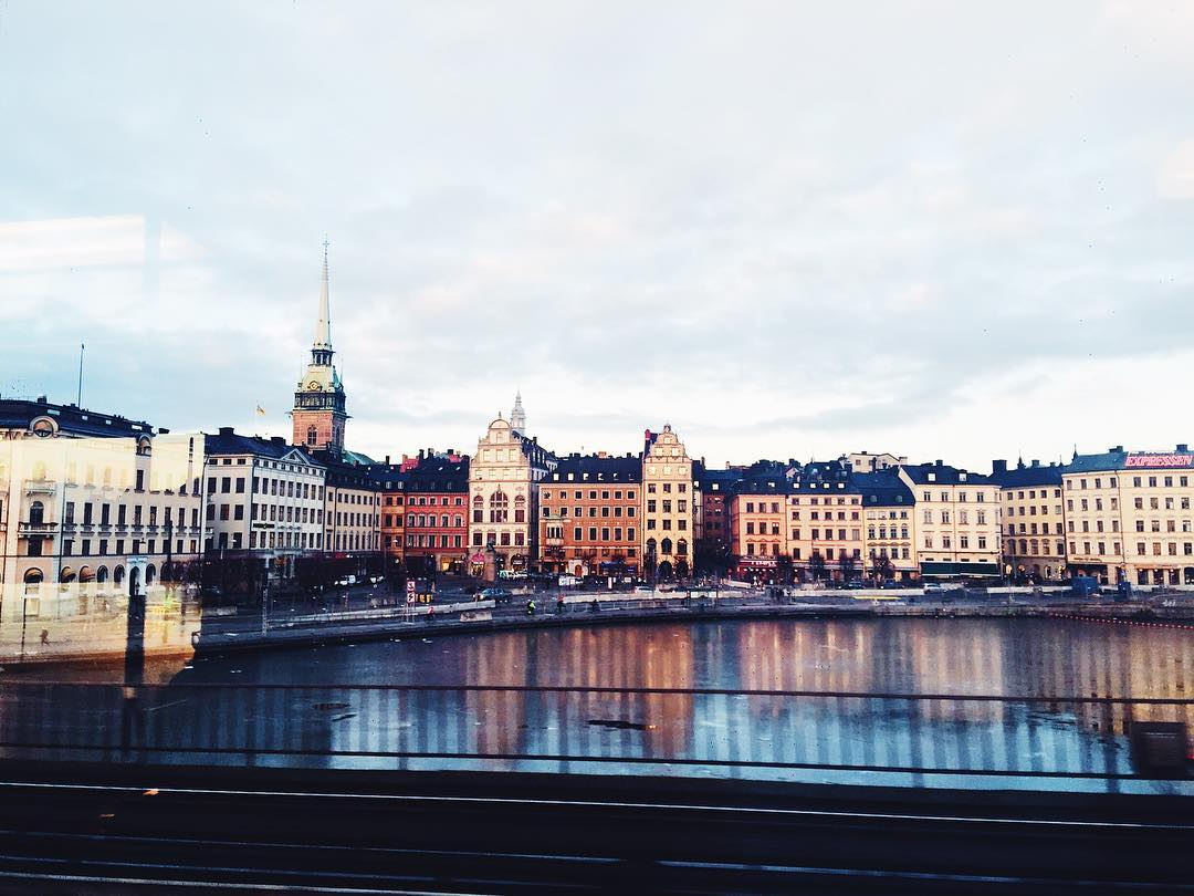 Who loves spending a day in Stockholm?! I do!! ⚡️ #stockholm #visitsweden #vsco_sweden #travel #daytrip