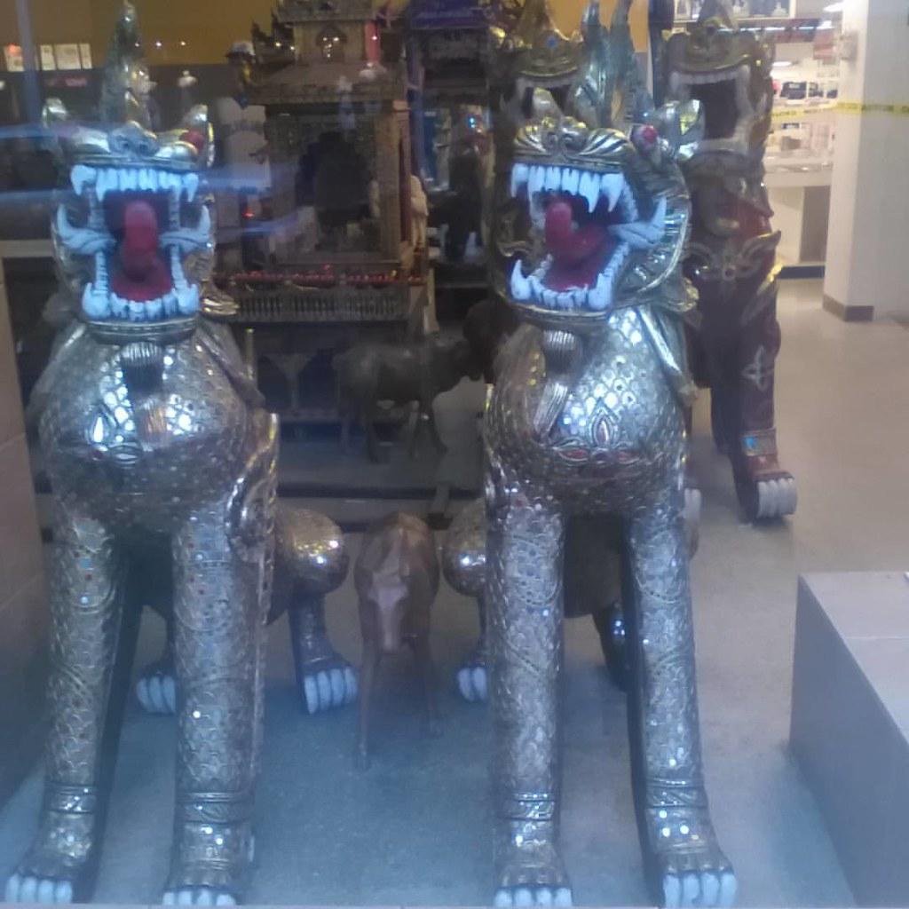 "Front window lions, Honest Ed""s #toronto #honesteds #bloorstreetwest #lions #sculpture"