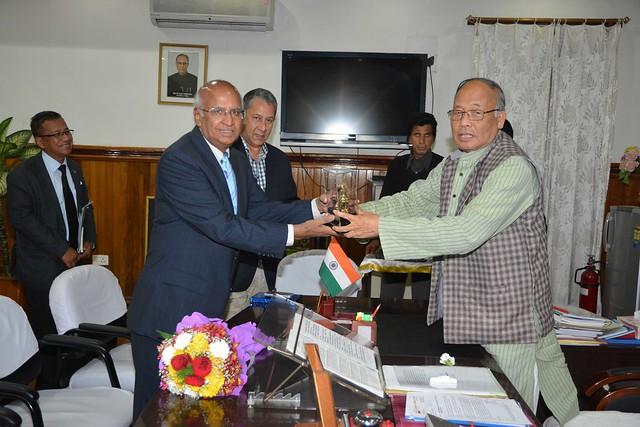 Shri S. Ramadorai with Chief Minister of Manipur in presence of Shri Ranjit Barthakur and Chief Secretary of Manipur