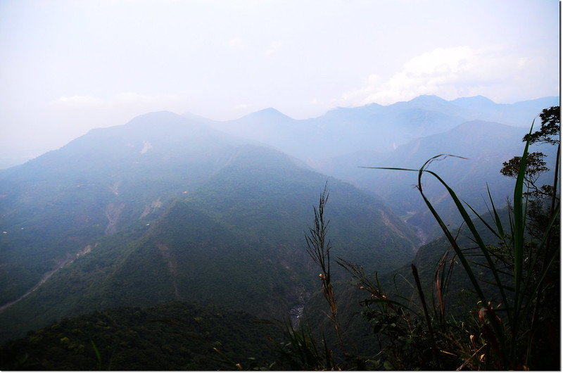稜線崖邊展望點北望沙溪林道