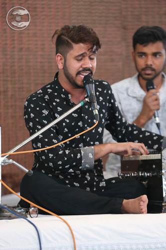 Devotional song by Ashwani Kumar and Saathi from Tri Nagar, Delhi