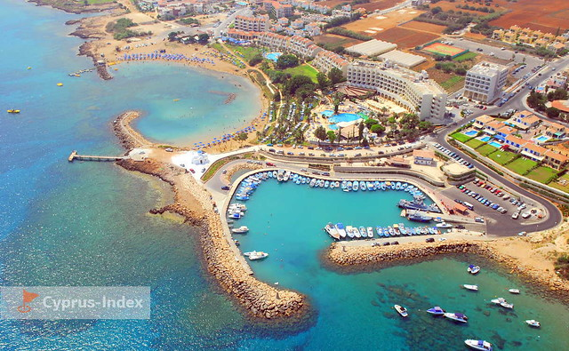 Пляж Голден Кост. Пляжи Кипра а городе города Протарас
