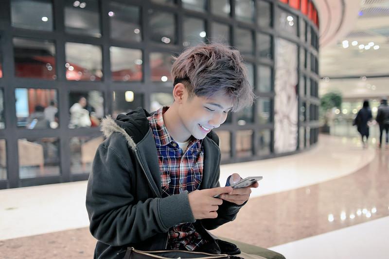 typicalben using phone shanghai