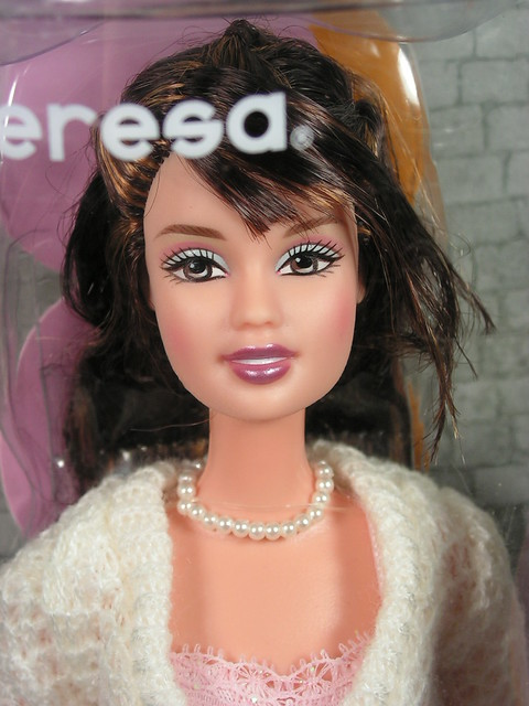 2004 Barbie Fashion Fever Teresa H0872 (1)