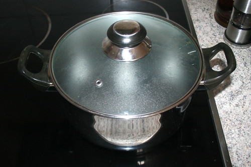 10 - Nudelwasser aufsetzen / Bring water for noodles to a boil