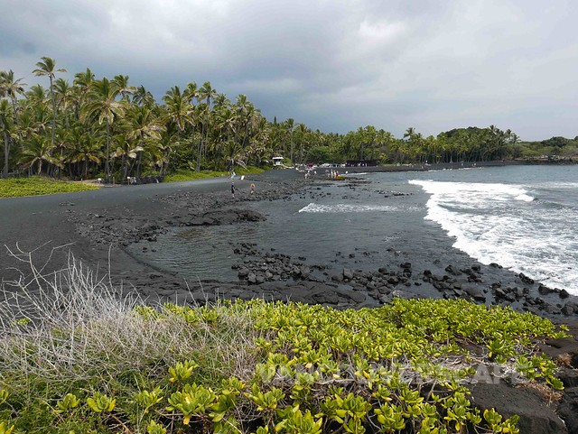 Punal'u Black Sand Beach