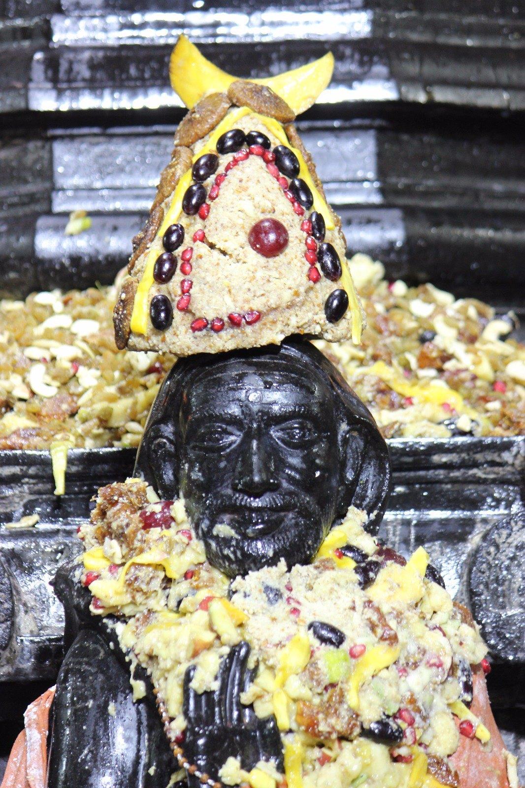 HH Mahaswamigal Pradosha kala Abhishekam / Alan garam On 20/03/2016