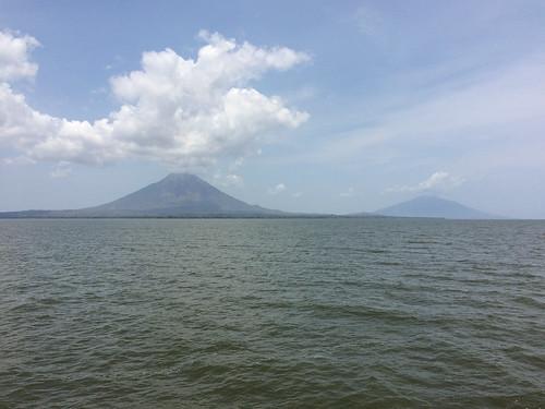 Isla de Ometepe: vue sur les deux volcans depuis le ferry