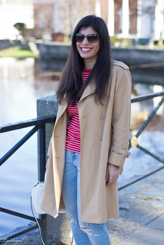 red striped tee, trench coat, boyfriend jeans, red pumps-4.jpg