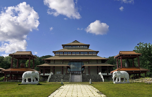 The Great Buddha Hall, Chuang Yen Monastery. From flickr.com