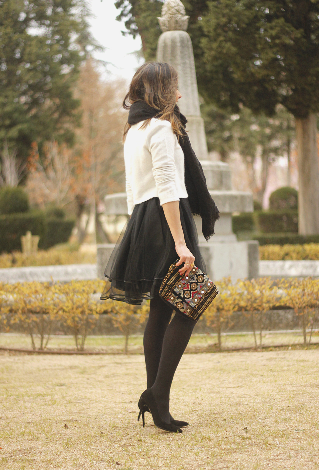 black tulle skirt white sweater black scarf outfit heels21