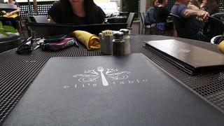 In Charleston hatte alles Mittagspause, bis auf dieses eine Restaurant mit dem wunderschönsten Hinterhof.