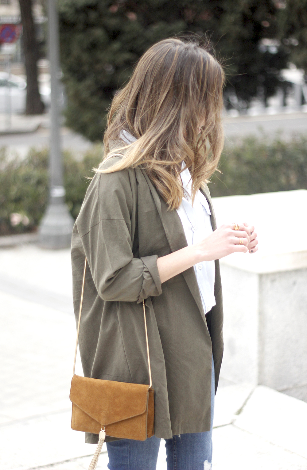 Military green shirt heels choker accessories jeans suede bag outfit05