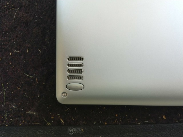 Lenovo Yoga 900 - speaker close-up