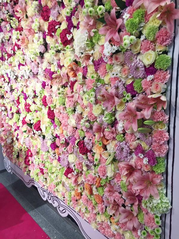 Untitled, Untitled, stocka, helsinki, aleksanterinkatu, stockmann.fi, paris vibes, pariisi teema, theme, kampanja, maaliskuu, march, helsinki tips, ostokset, shopping, helsinki ivnkit, visit helsinki, fiilis, vibes, fiilikset, paris, pariisi, kukkaseinä, flower wall, 3000, kukkaa, aitoja, real flowers, kosmetiikka osasto, cosmetic,