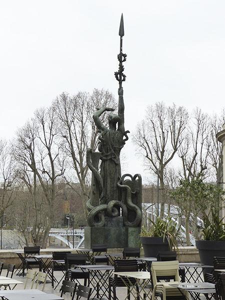statue 1930