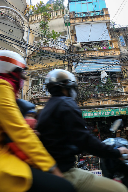 Street in Hanoi old city, Vietnam ハノイ旧市街