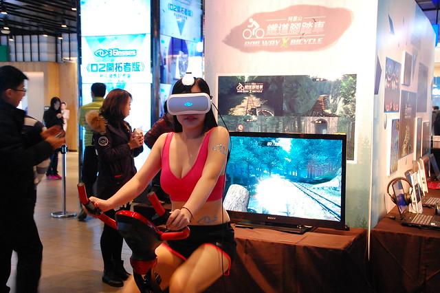 VR 虛擬實境來了! 3Glasses「D2 開拓者版」上市 + 體驗分享 @3C 達人廖阿輝