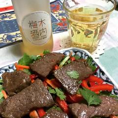 dinner : @ellie_krieger grilled thai beef salad &  kiuchi brewery's sparkling umeshu❤︎  #sundaydinner #kiuchibrewery #elliekreiger #japan #木内酒造 #しゅわしゅわ梅酒